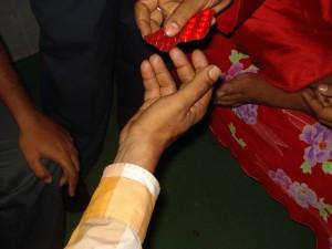 অলৌকিক উপায়ে সবার রোগ সারানোর দাবিদার নিজের অসুস্থতায় ডাক্তারের দেওয়া ওষুধে একমাত্র ভরসা করে