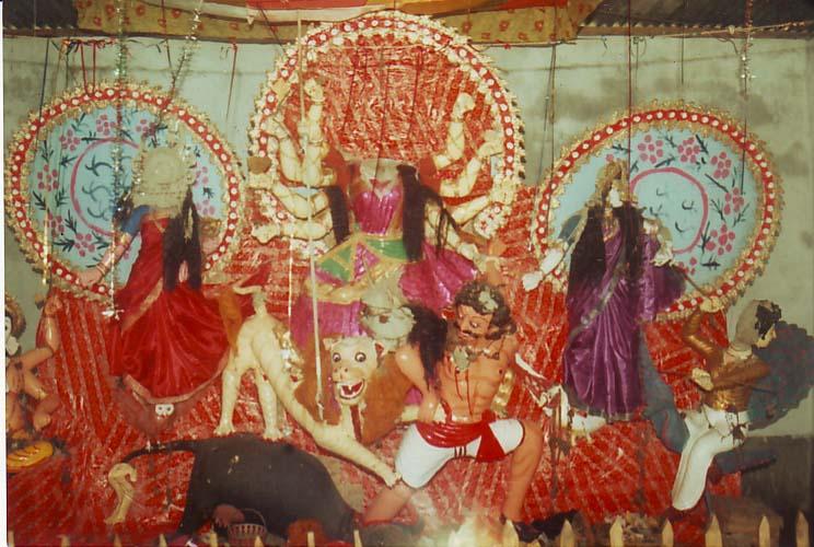 সে সময় দুর্গাপূজায় পূজা মণ্ডপে হামলা করে প্রতিমা ভাঙচুর করা হয়
